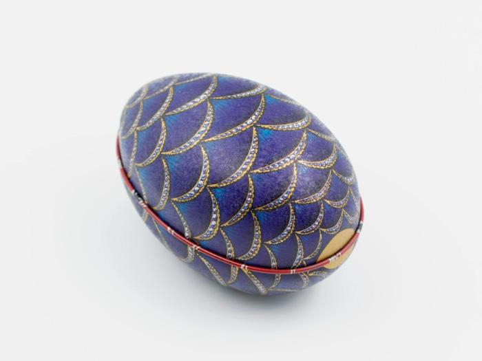 Påskägg i plåt: Fabergé Regal Guldbåge